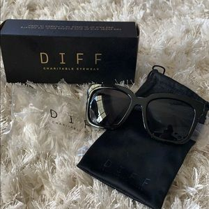 New in Box DIFF Bella Sunglasses